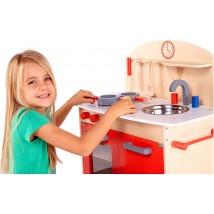 Cucina in legno con accessori